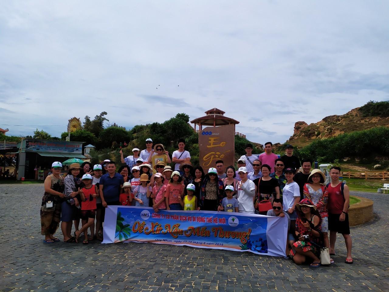 Đoan du lịch NMS tham quan tại Eo Gió