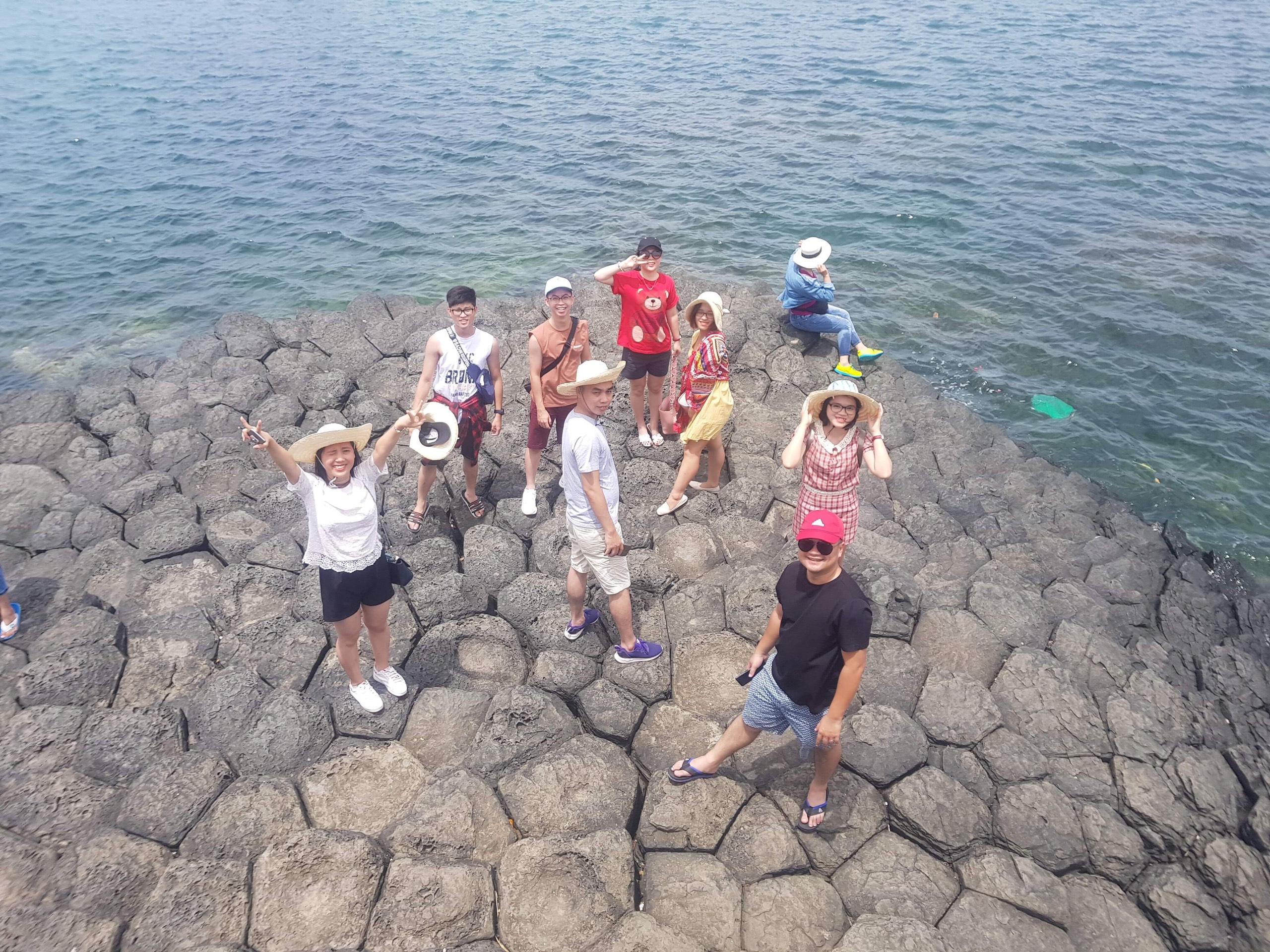 Đoàn du lịch NMS vui chơi tại Ghềnh Đá Đĩa - Phú Yên