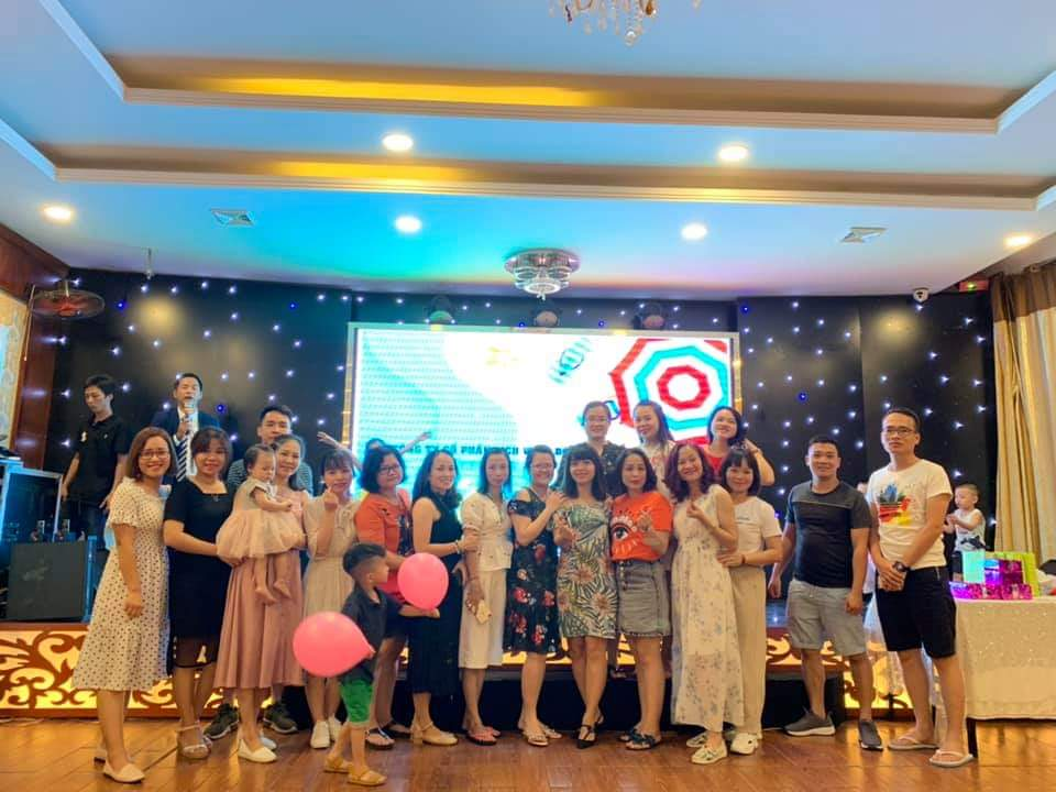 CBNV vui tươi tham gia các trò chơi gắn kết gia đình của chương trình