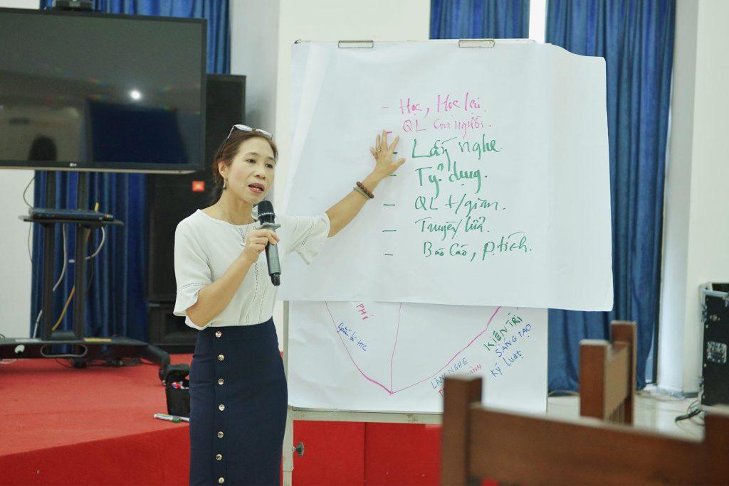 bà Đào Chân Phương - diễn giả của Crestcom International