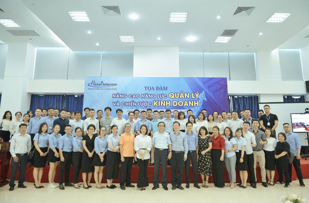 Các cán bộ lãnh đạo quản lý cao cấp tham gia buổi tọa đàm