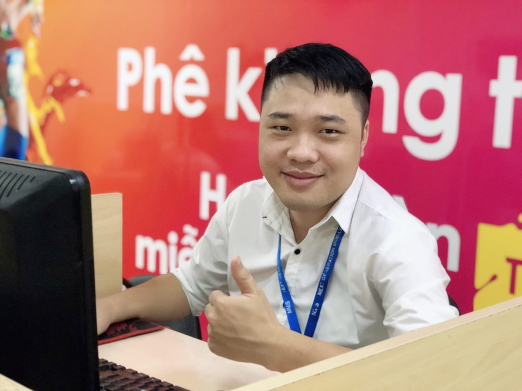 Trưởng ca chăm sóc khách hàng Vũ Hoành Sơn